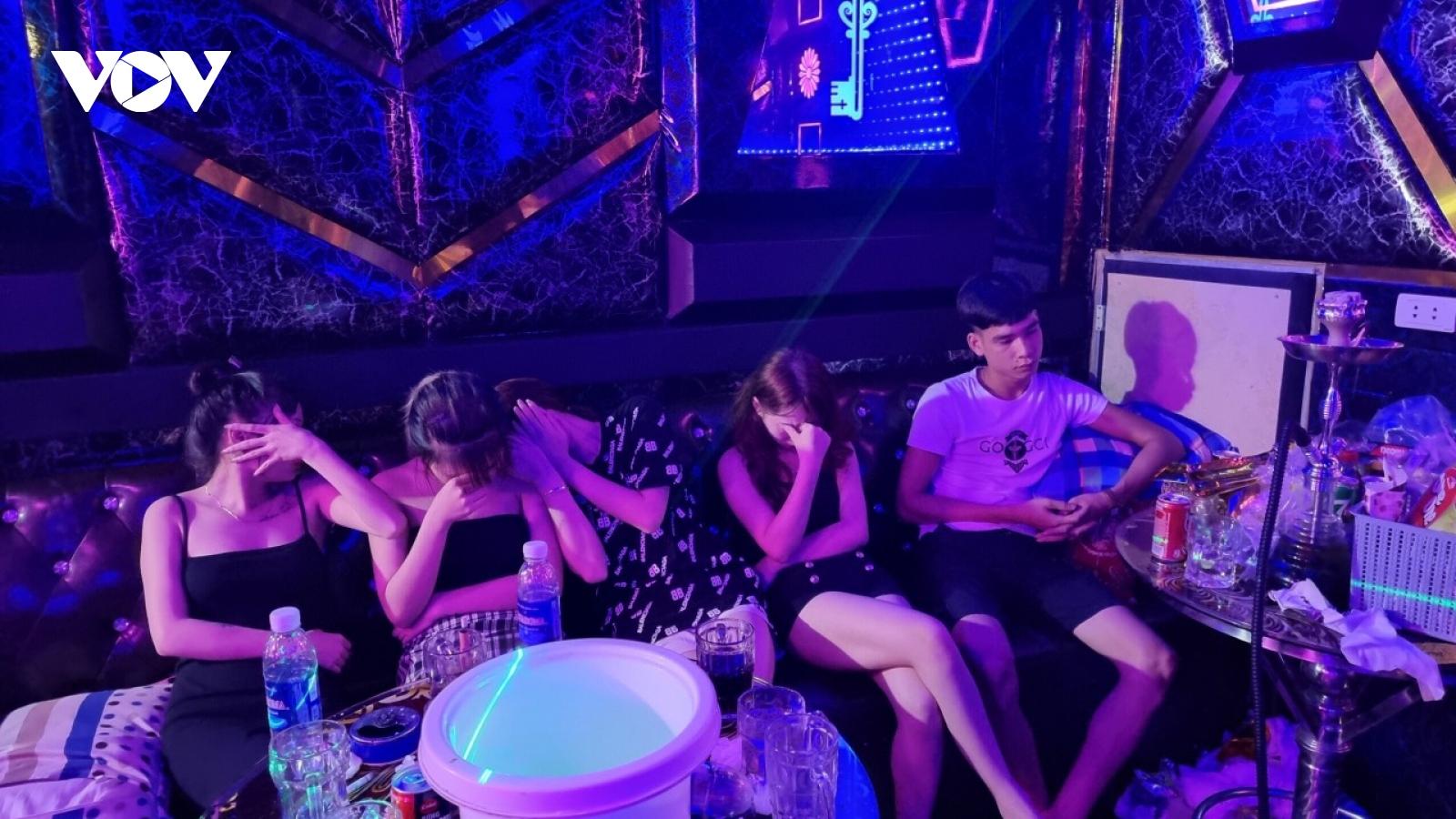 Bắt quả tang 33 thanh niên sử dụng ma tuý trong phòng karaoke tại Bắc Ninh
