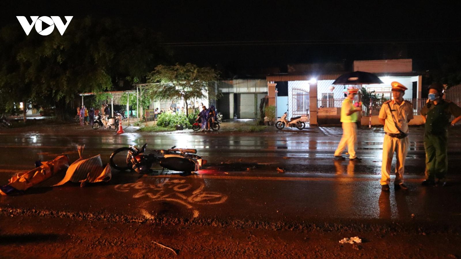 Xe tải lấn làn tông trực diện xe máy ở Bình Phước, 2 người tử vong