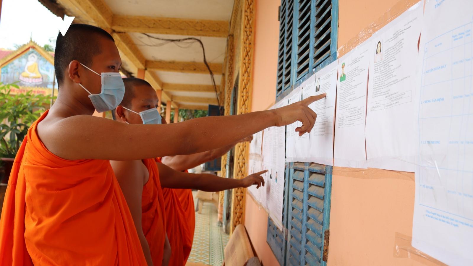 Cử tri Khmer: Vừa lo mùa vụ, vừa tranh thủ tìm hiểu ứng cử viên
