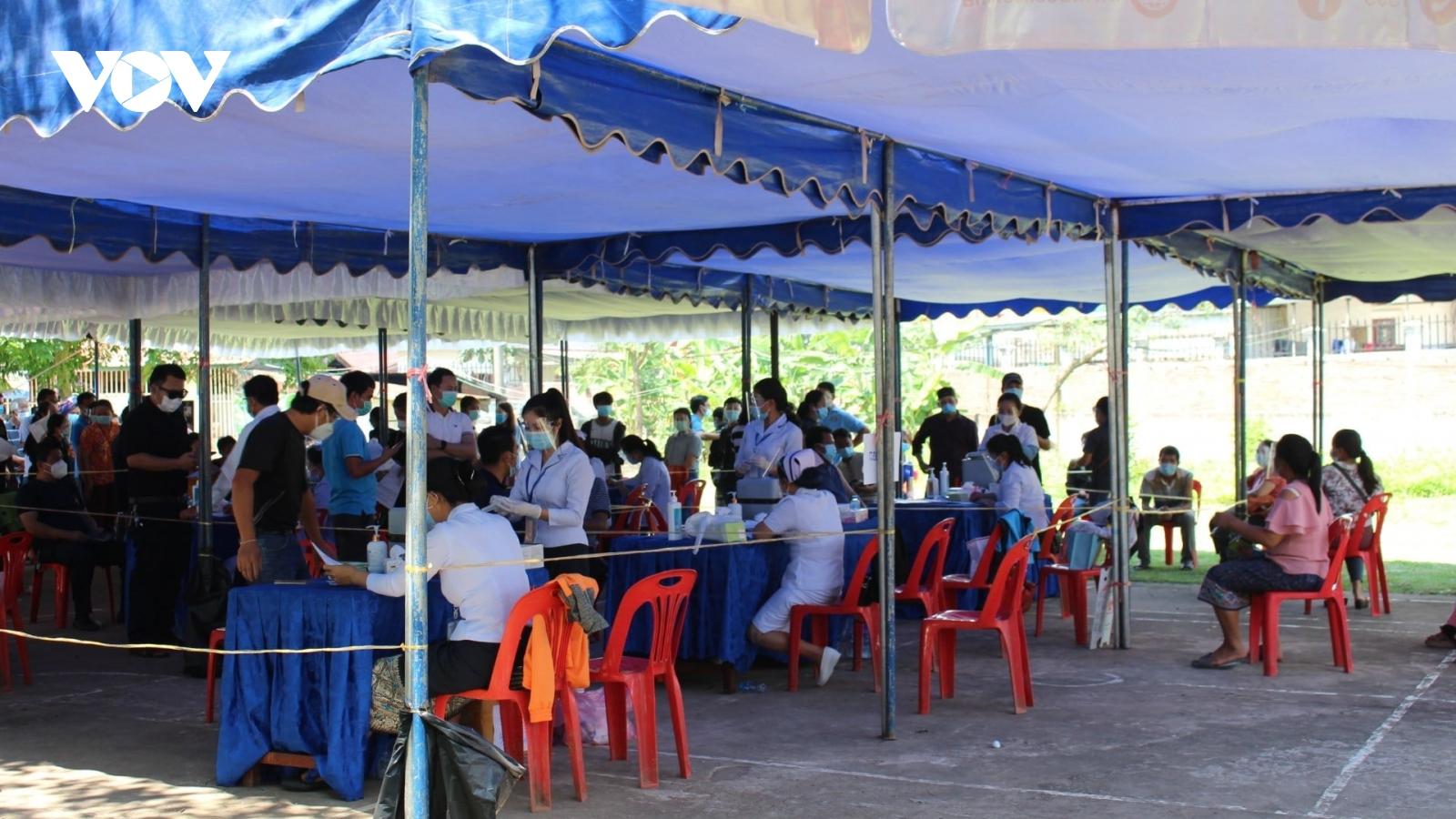 Tình trạng trốn điều trị khiến dịch Covid-19 ở Lào lây lan khó kiểm soát