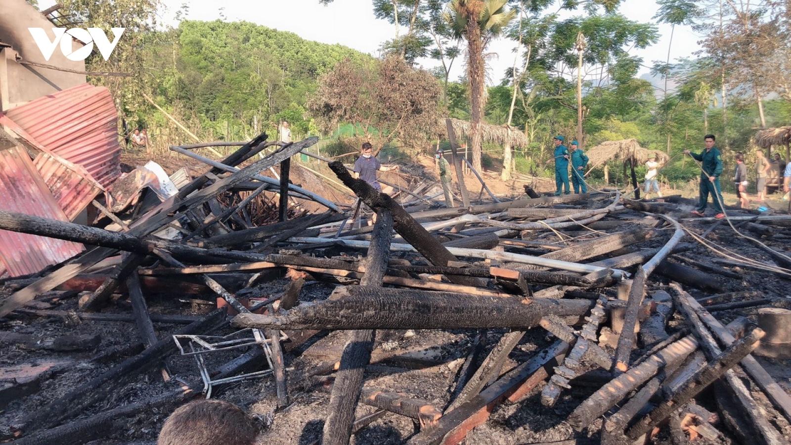 2 nhà sàn ở Lào Cai bị cháy, thiệt hại 1,5 tỷ đồng