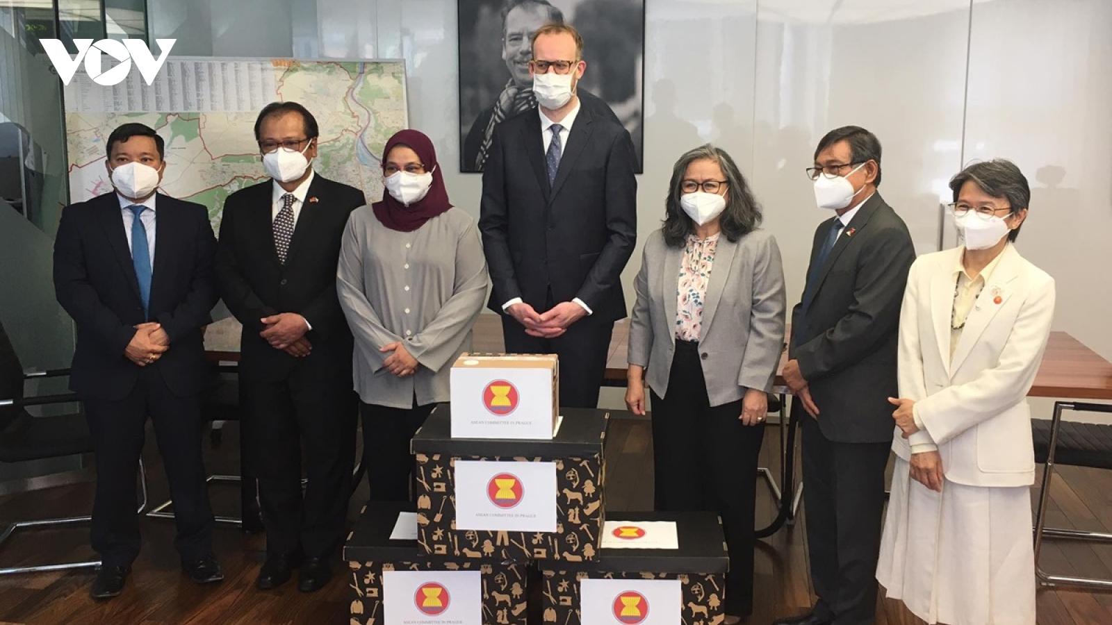 ASEAN chung tay cùng CH Séc hỗ trợ người dân vượt qua đại dịch Covid-19