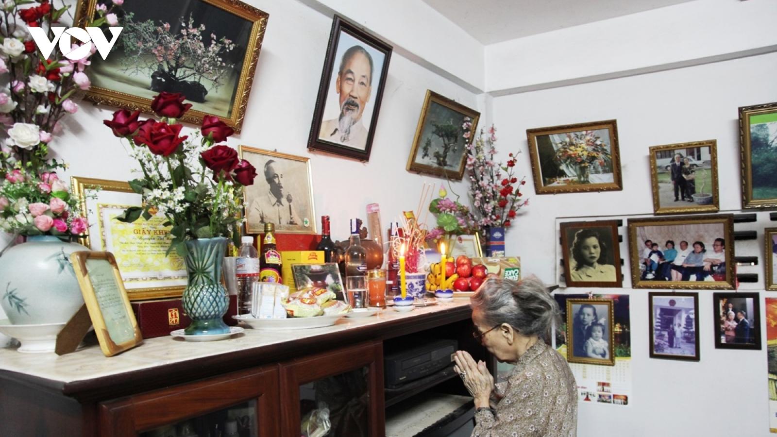 Chân dung Bác Hồ - Bảo vật trong gia đình một Việt kiều tại Lào