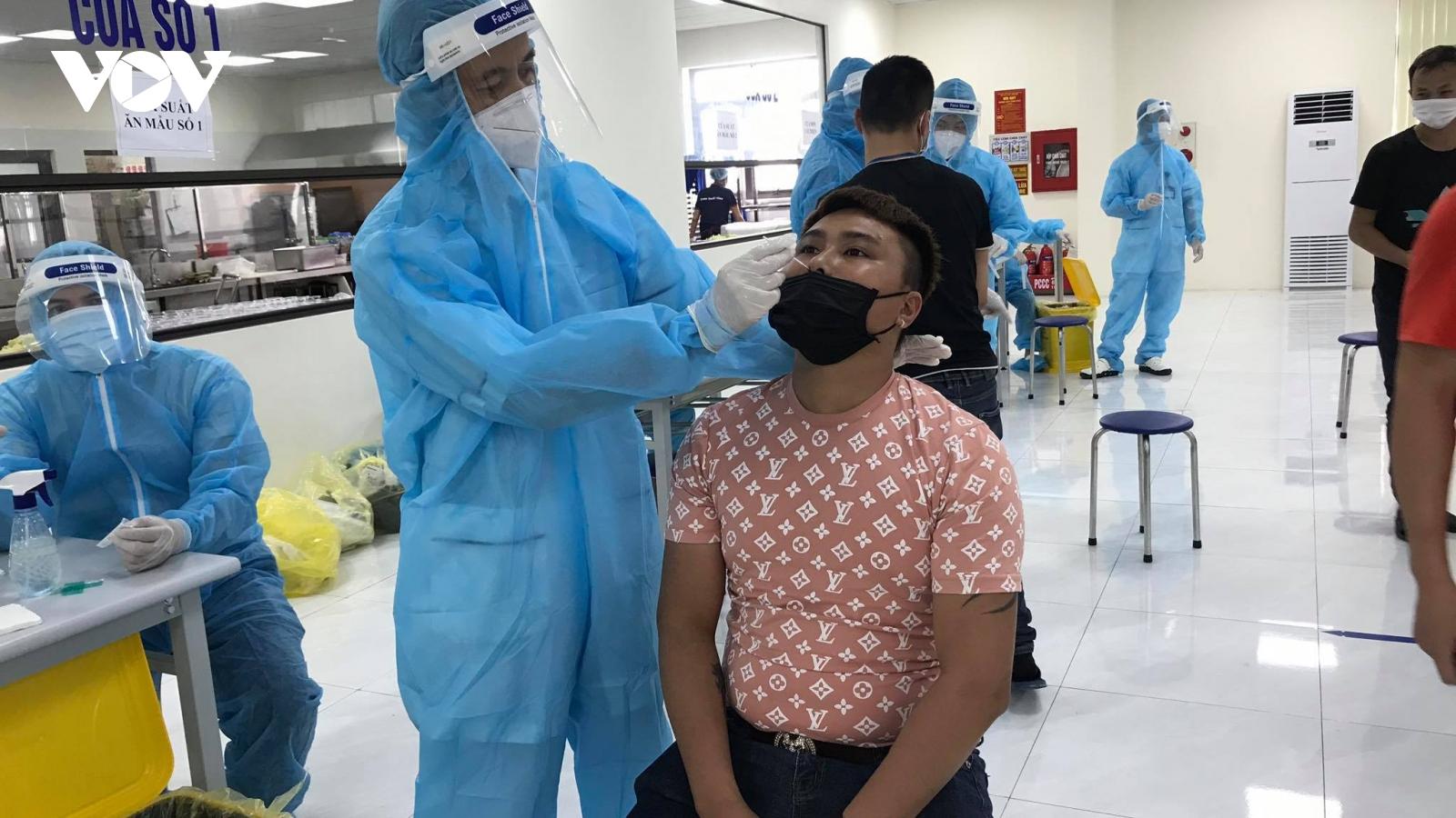 Quảng Ninh cử 200 cán bộ y tế hỗ trợ Bắc Giang truy vết, xét nghiệm Covid-19