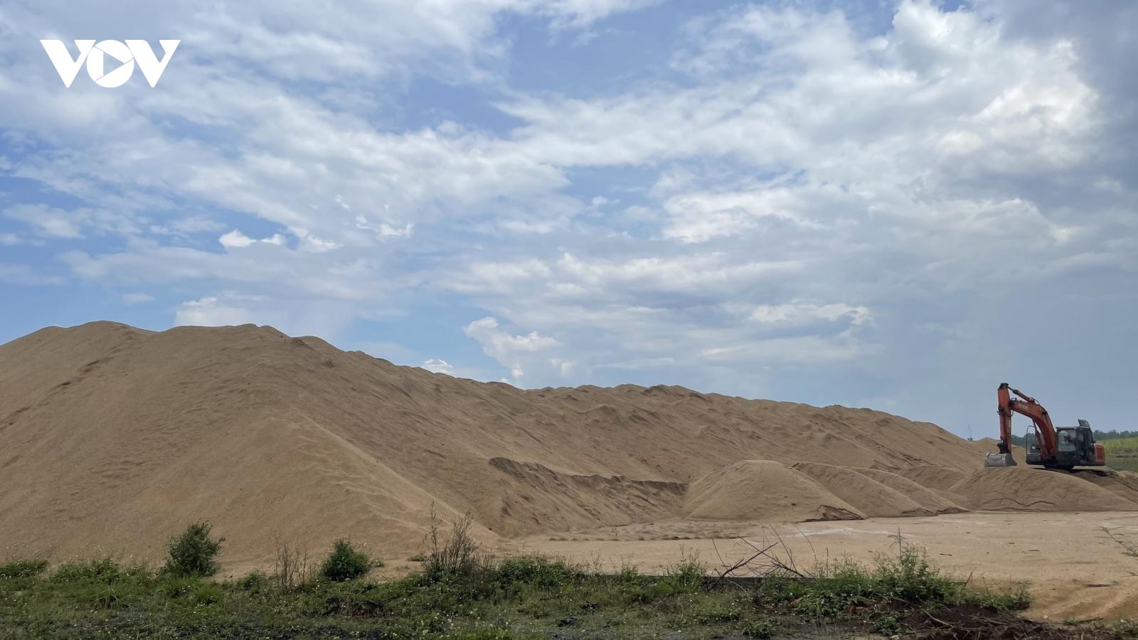Bãi cát trái phép hàng nghìn mét khối gây nhức nhối buôn làngĐắk Lắk