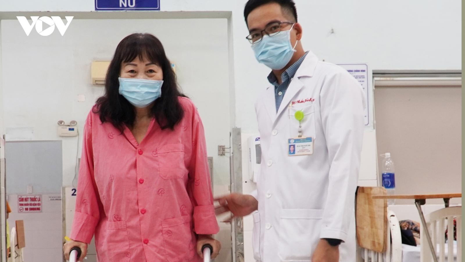 Bệnh nhân đầu tiên được bệnh viện Chợ Rẫy thay thành công khớp gối phức tạp