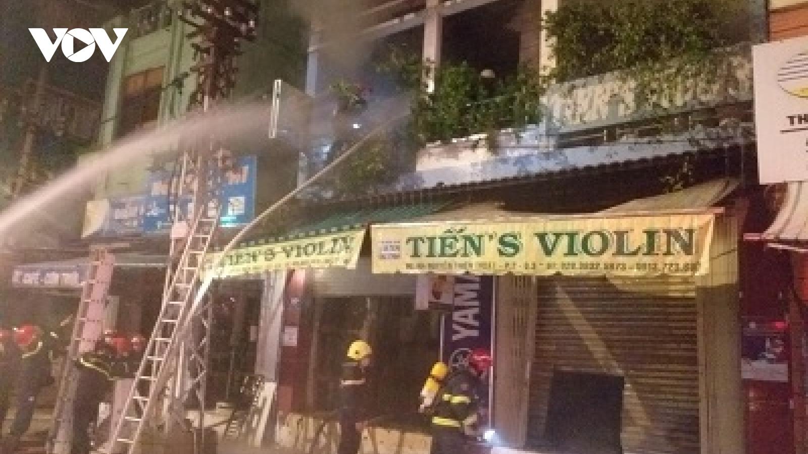 Hai người tử vong sau khi được giải cứu khỏi đám cháy