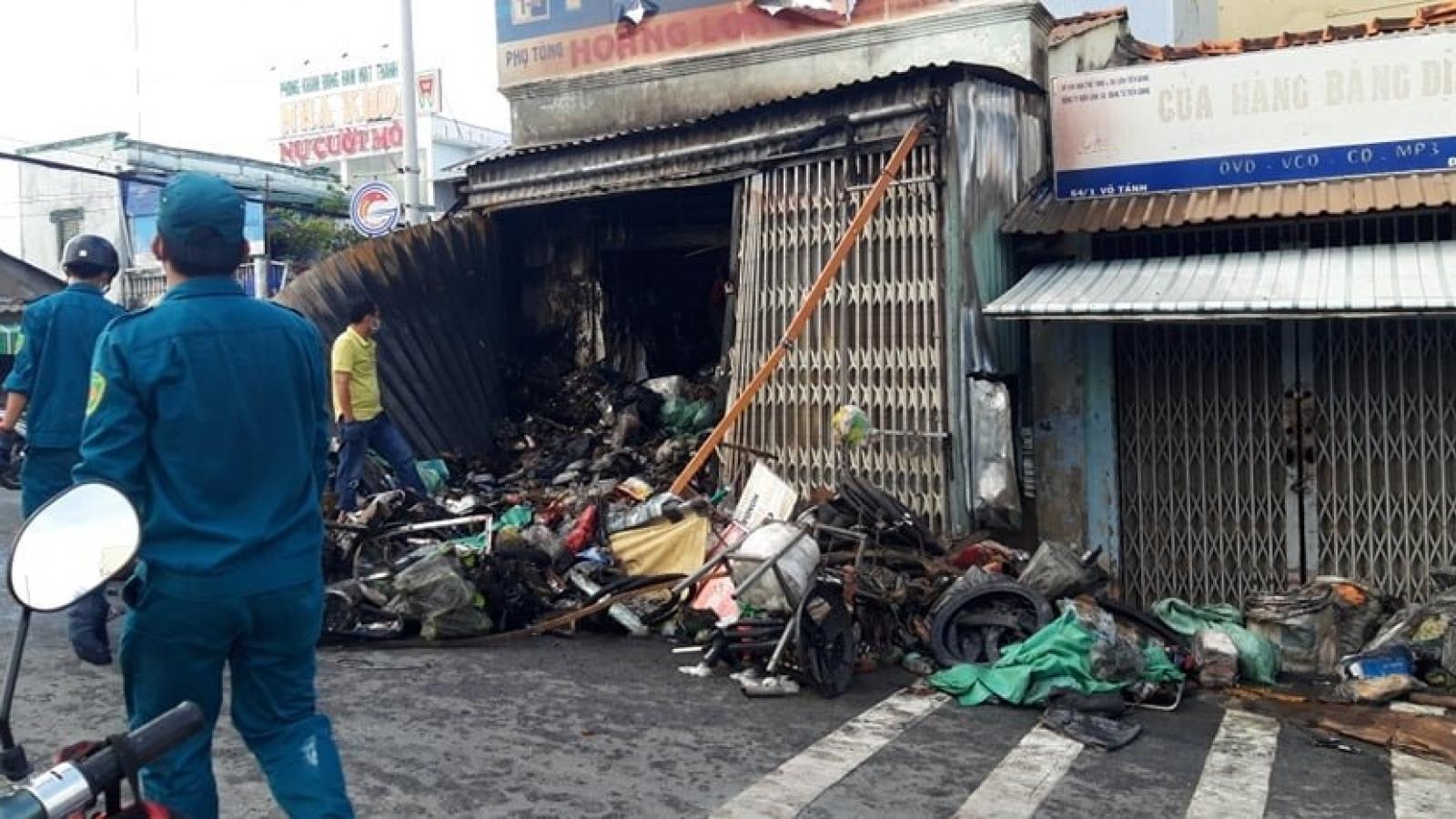 Nhanh chóng dập tắt đám cháy tại chợ Vĩnh Bình, Tiền Giang