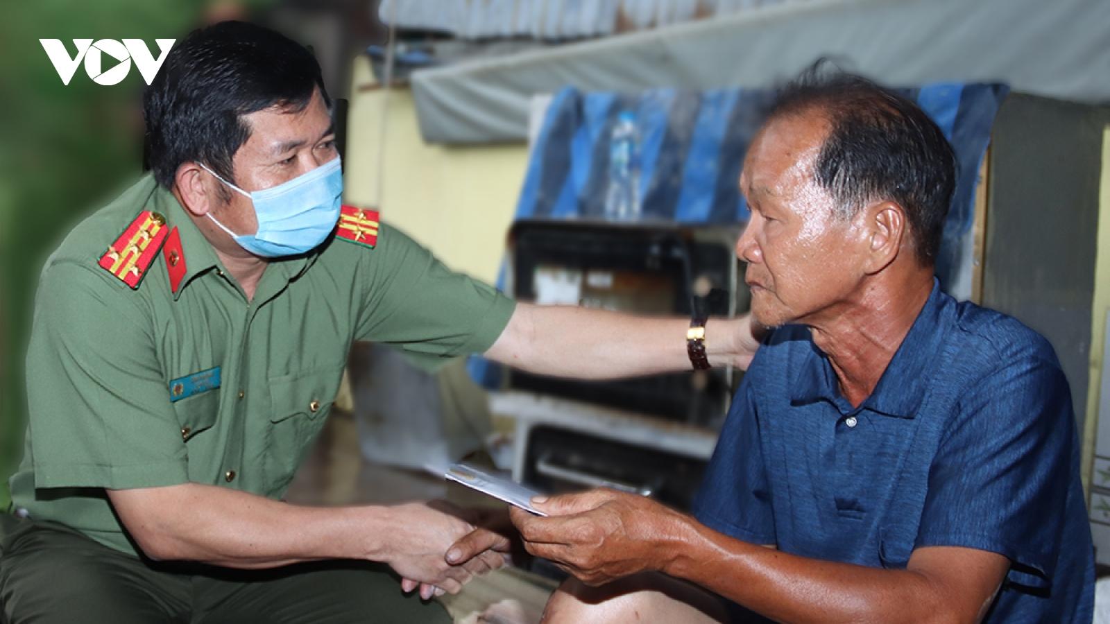 Hỗ trợ 60 triệu đồng cho 3 gia đình ở An Giang có nhà bị thiêu rụi