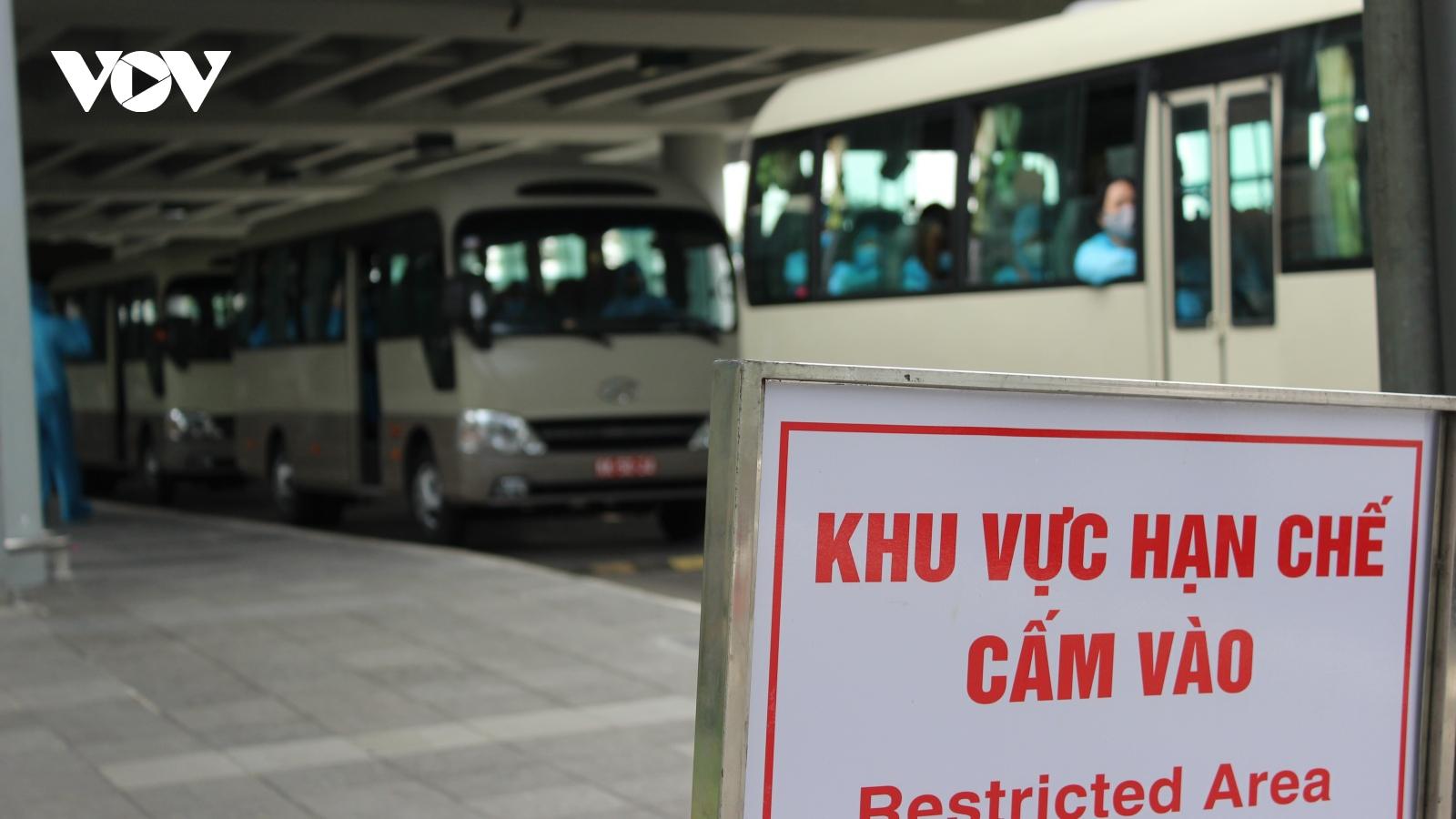 Đưa 349 công dân Việt Nam về nước cách ly tại Vĩnh Long và Tiền Giang