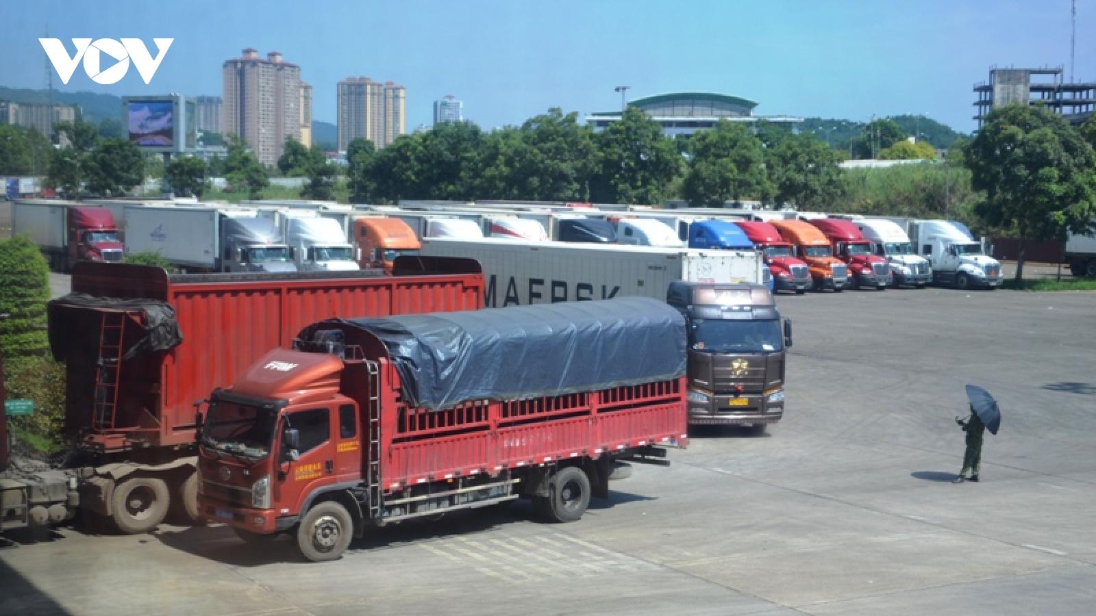 Phòng dịch nhưng đảm bảo thương mại thông suốt tại các cửa khẩu đường bộ