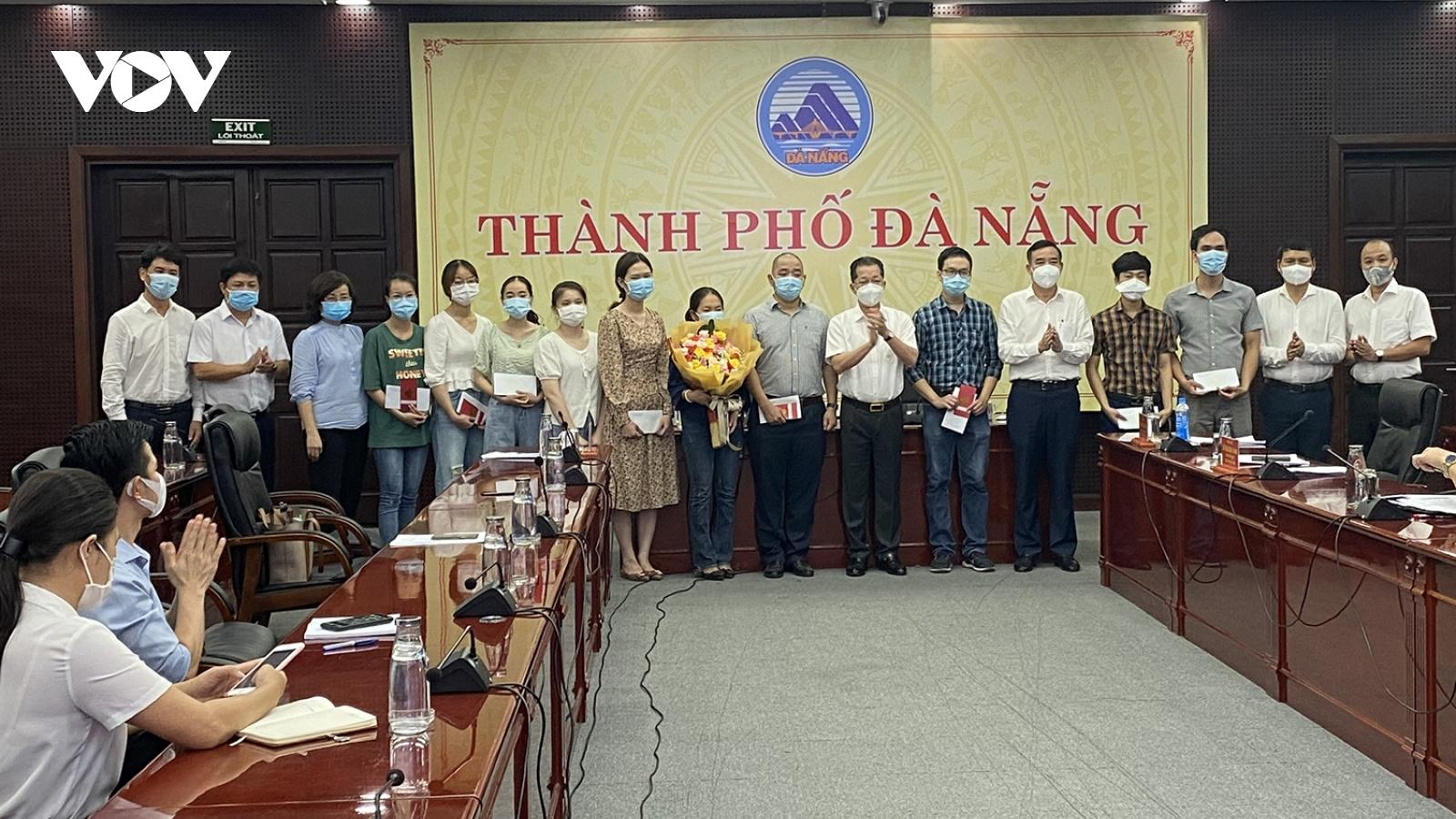 Đà Nẵng tiễn 10 bác sĩ, điều dưỡng lên đường chi viện Bắc Giang chống Covid-19
