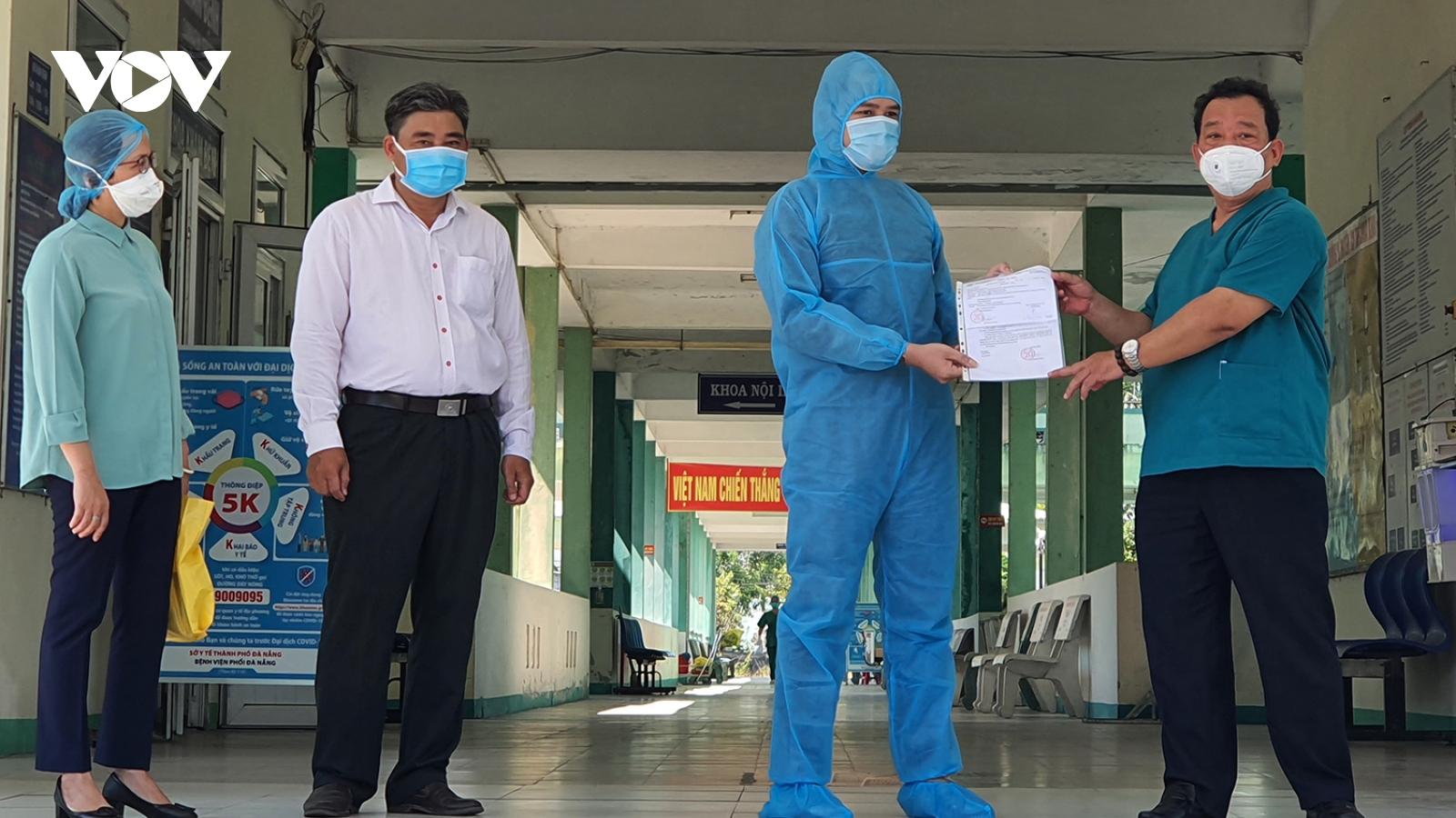 Bệnh nhân mắc Covid-19 đầu tiên trong đợt dịch này tại Đà Nẵng ra viện