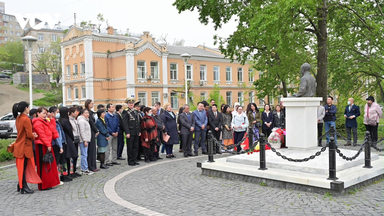 Lễ dâng hoa nhân kỷ niệm 131 năm ngày sinh Chủ tịch Hồ Chí Minh tại Liên bangNga