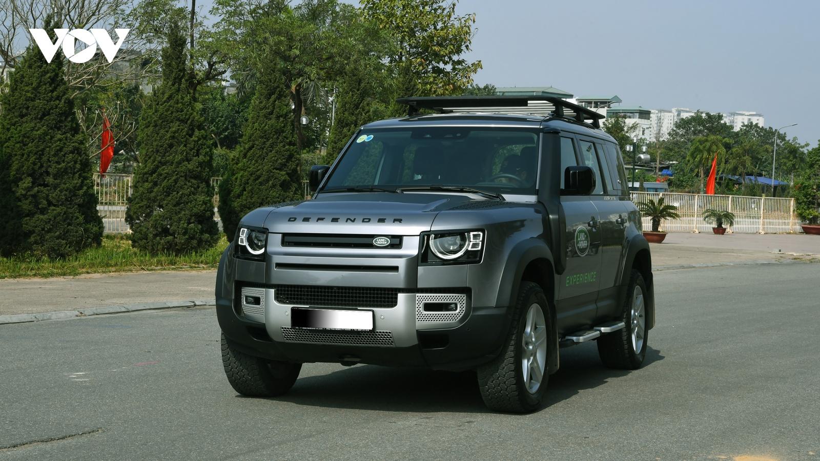 Land Rover Defender - mẫu SUV địa hình đang được mong đợi