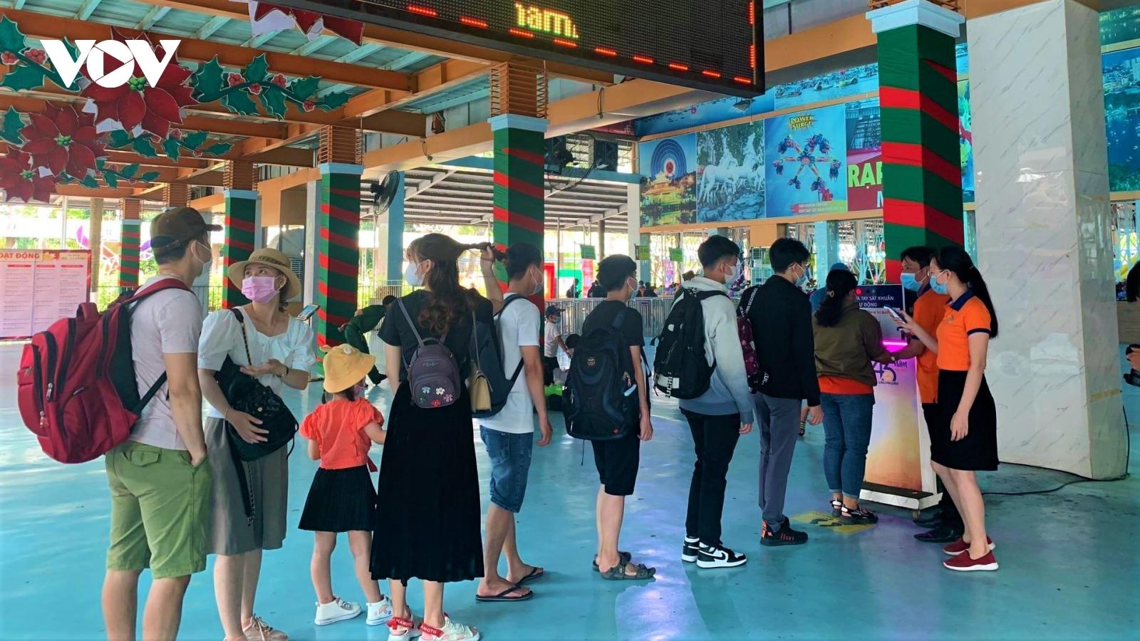 Khu vui chơi, khu du lịch tại TP.HCM tăng cường phòng chống dịch