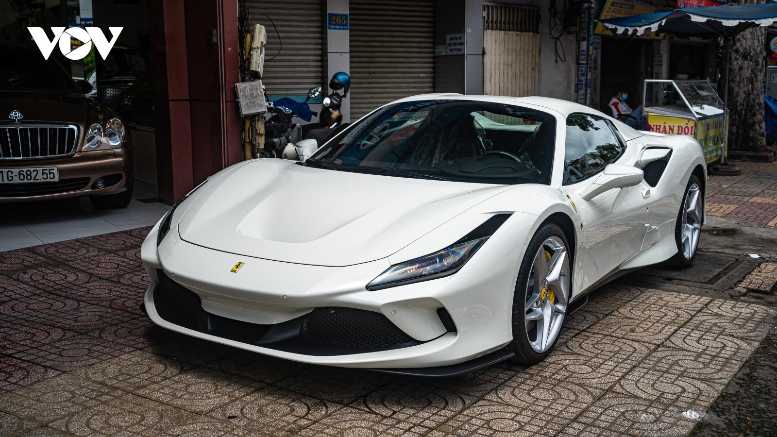 Cận cảnh Ferrari F8 Spider thứ ba tại Việt Nam