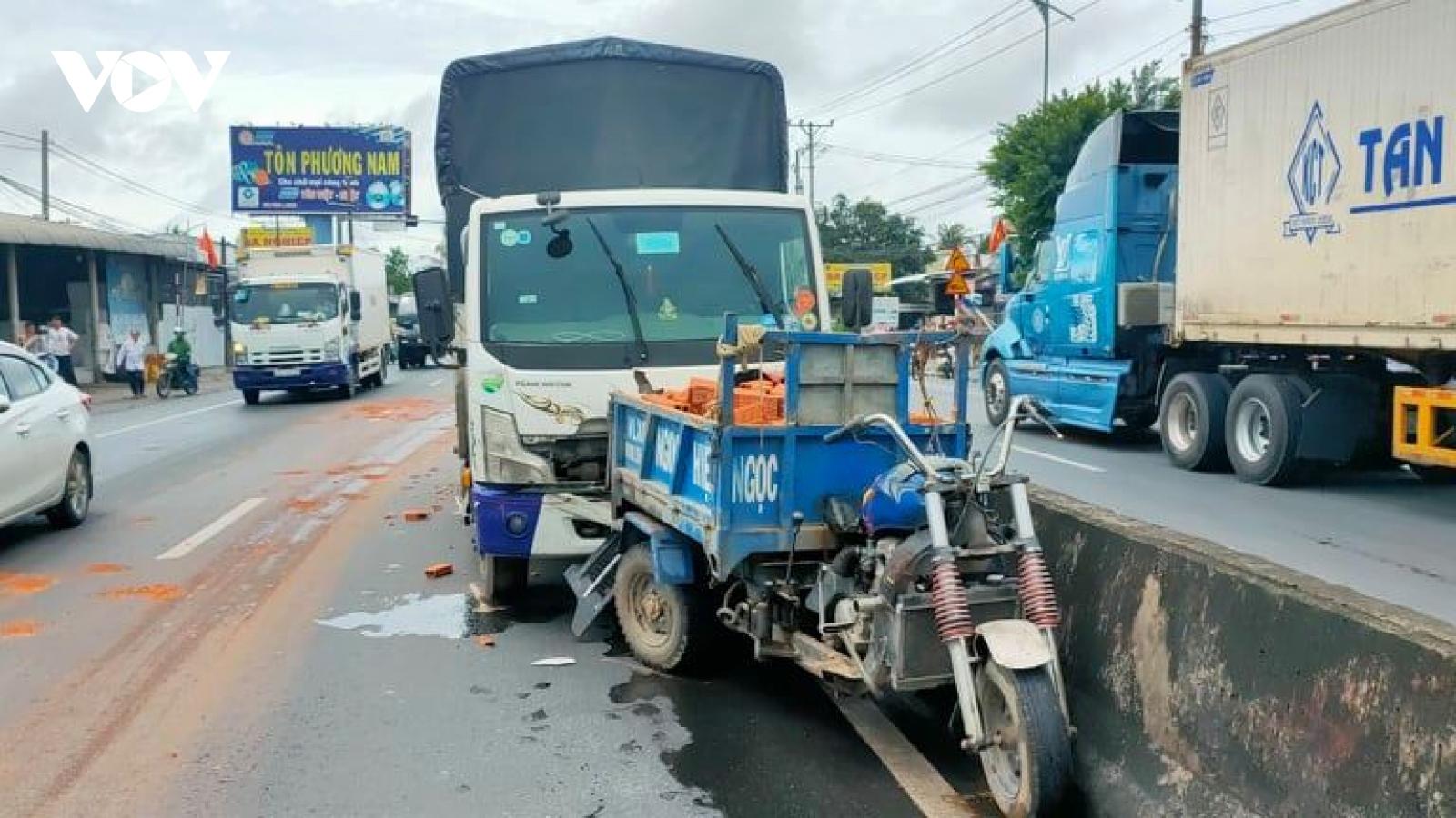 Xe tải tông xe 3 bánh làm một người tử vong