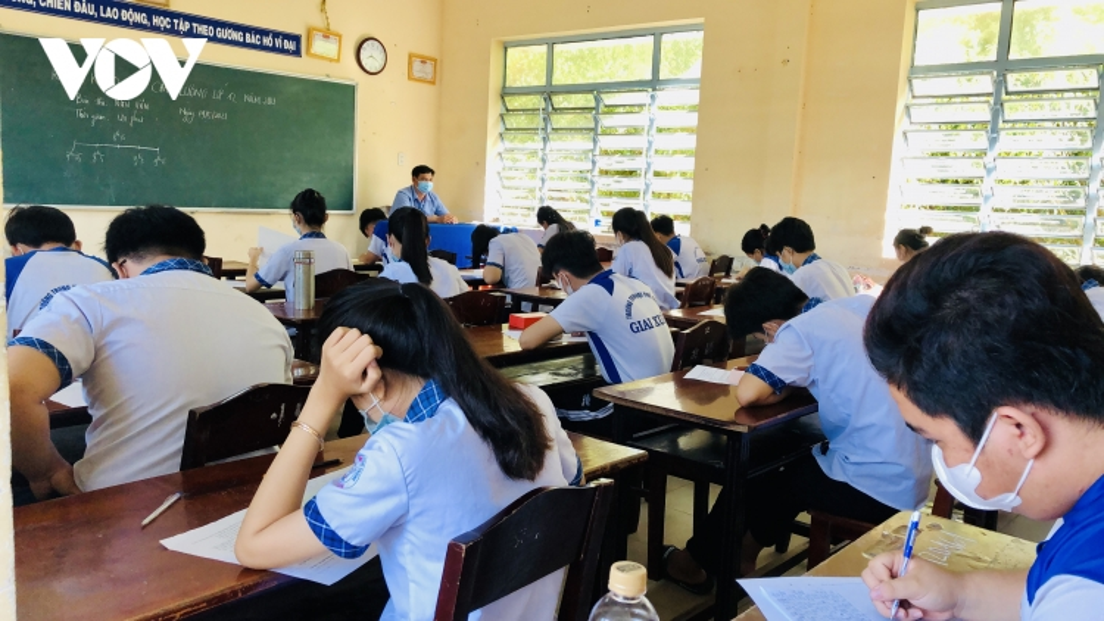 Hơn 10.000 học sinh lớp 12 tham gia khảo sát chất lượng sớm để phòng chống dịch Covid-19