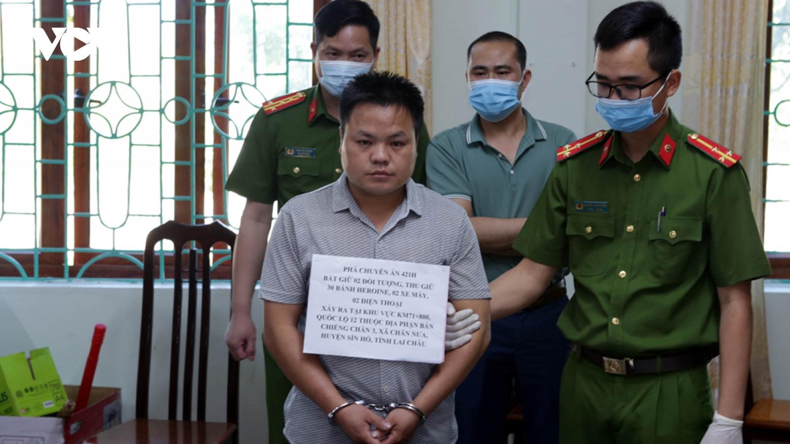 Công an Lai Châu bắt 2 đối tượng vận chuyển 30 bánh heroin