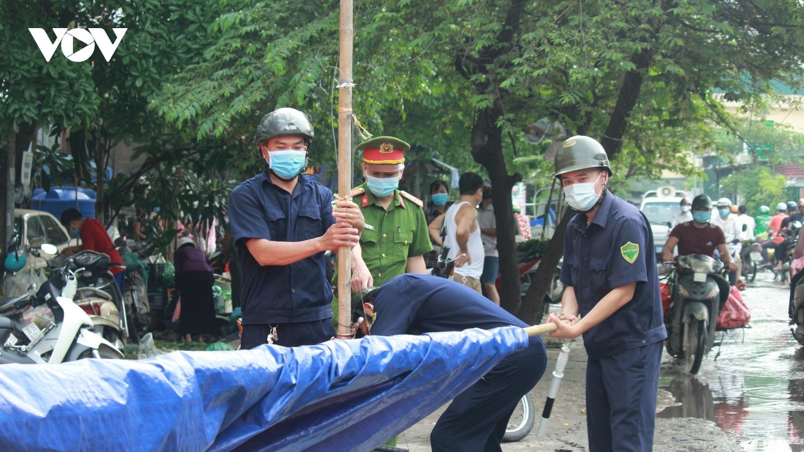 Ảnh: Giải tỏa các điểm chợ cóc, chợ tạm ở Hà Nội phòng, chống dịch Covid-19