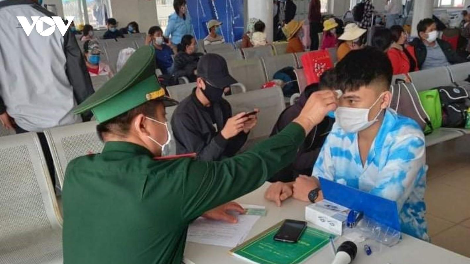 Quảng Ngãi buộc người dân từ ngoại tỉnh trở về phải khai báo y tế