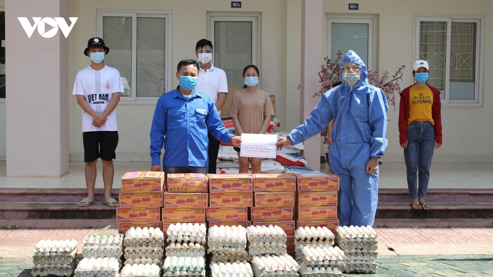Người Việt tại Lào chung tay vượt qua đại dịch