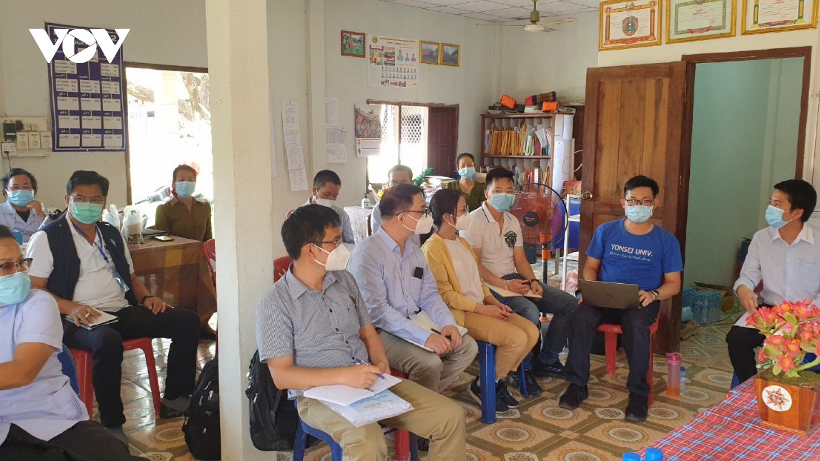 Bác sĩ Việt hết mình chống dịch Covid-19 trên đất Lào