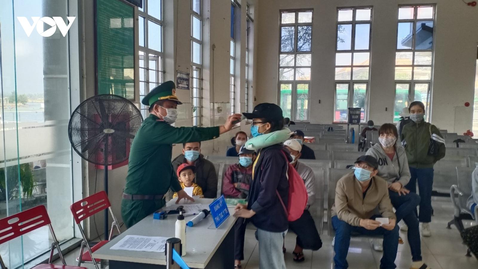 Quảng Ngãi cho học sinh, sinh viên nghỉ học, dừng đón khách ra đảo Lý Sơn