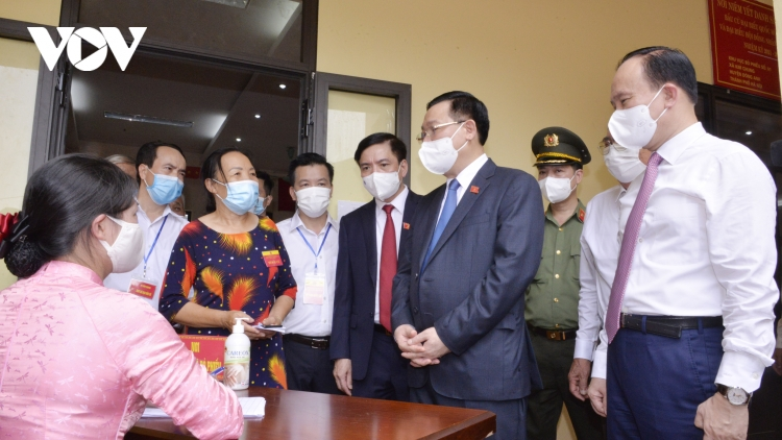 Chủ tịch Quốc hội kiểm tra công tác bầu cử tại một số điểm ở Hải Dương, Hà Nội
