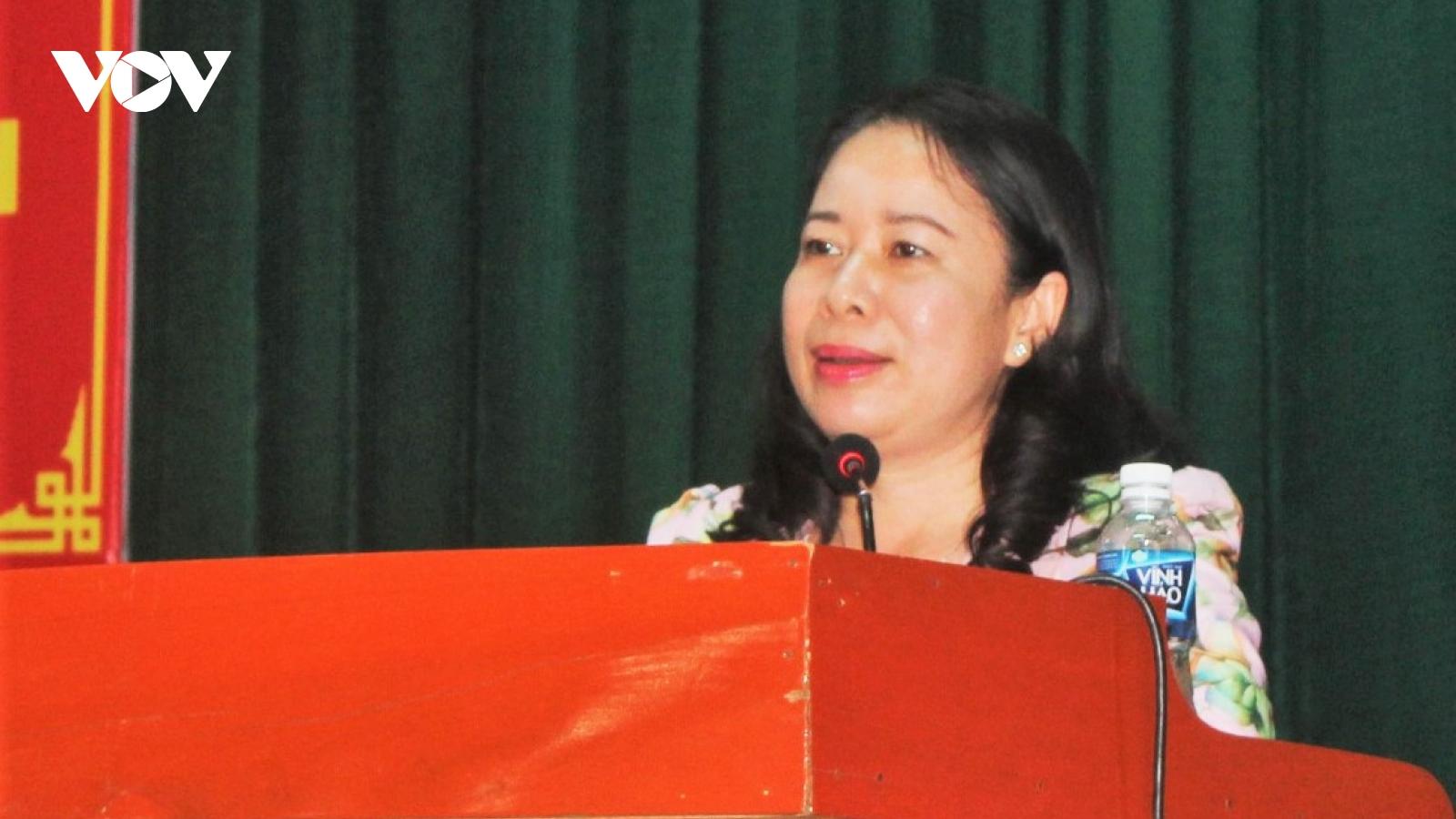Phó Chủ tịch nước Võ Thị Ánh Xuân tiếp xúc cử tri, vận động bầu cử tại An Giang