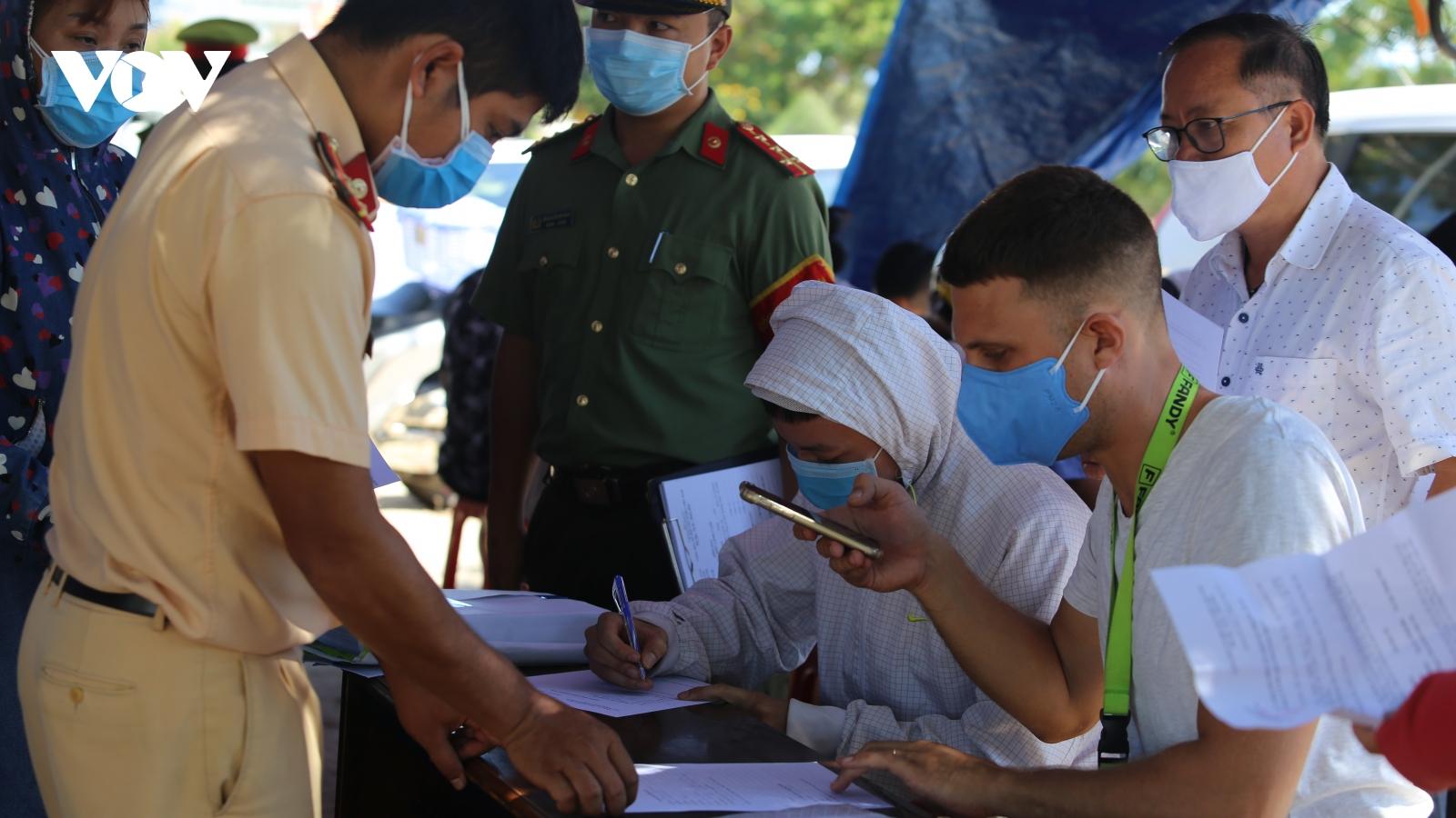 Quảng Nam lập 7 chốtkiểm soát người và phương tiện vào địa bàn