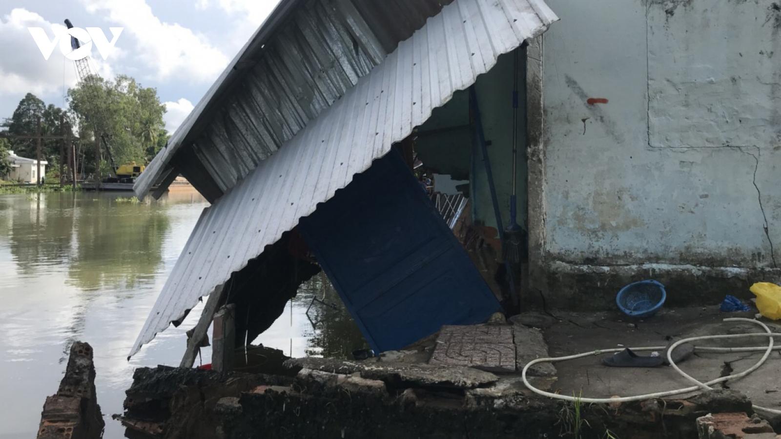 Sạt lở liên tiếp làm sụp đổ nhiều nhà dân ở quận Cái Răng