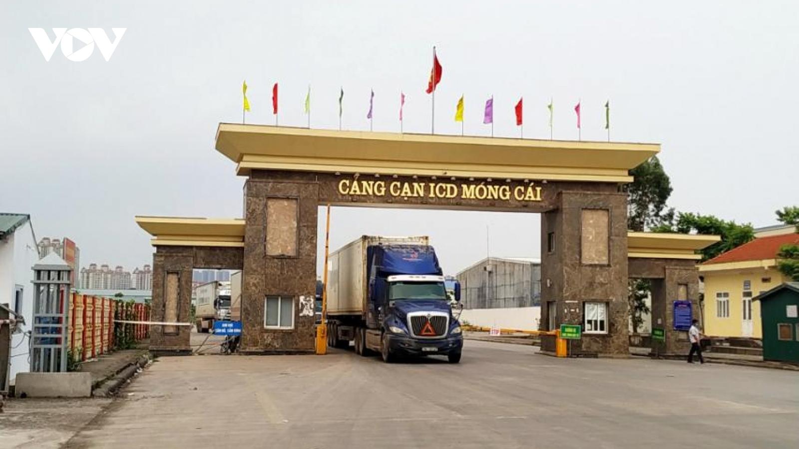 Trên 800.000 tấn hàng hóa xuất nhập khẩu qua cửa khẩu quốc tế Móng Cái