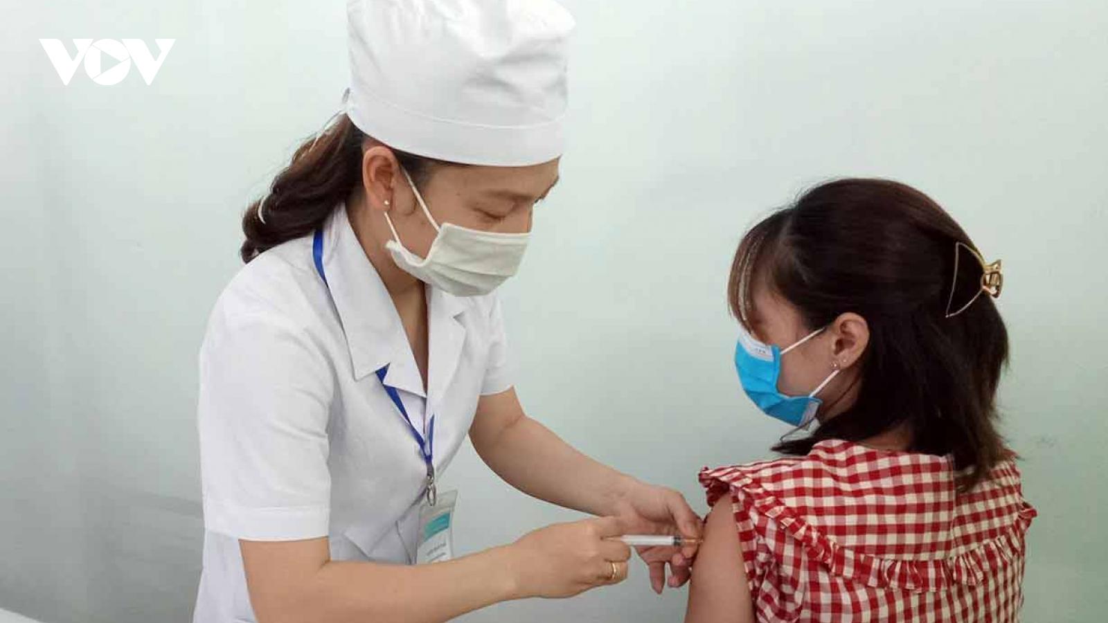 Kon Tum hoàn thành tiêm vaccine đợt 1 phòng COVID-19