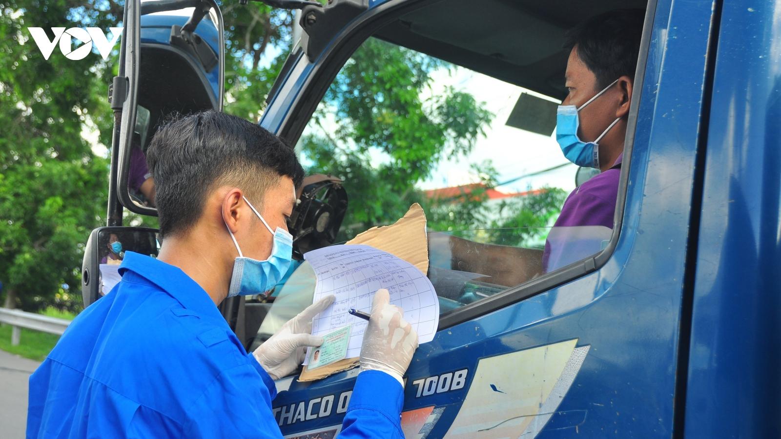Hơn 2.000 thanh niên Cần Thơ hăng hái tham gia trực chốt kiểm soát dịch