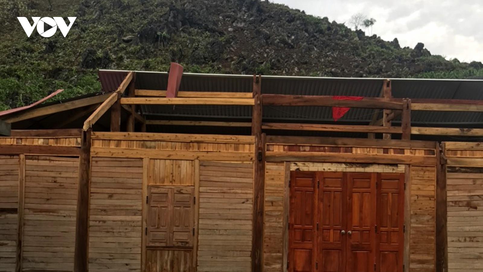 Gần 100 ngôi nhà ở Lai Châu bị đổ sập, tốc mái do giông lốc