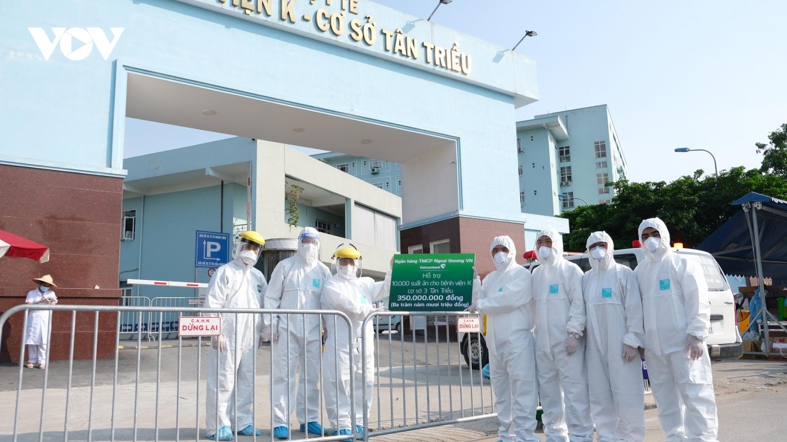 Trao tặng 5 tỷ đồng và 10.000 suất ăn hỗ trợ Bệnh viện K cơ sở Tân Triều