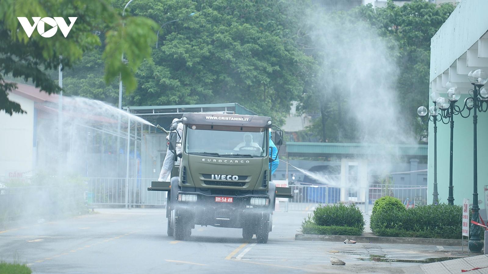 Dàn xe đặc chủng khẩn cấp phun khử khuẩn Bệnh viện K Tân Triều
