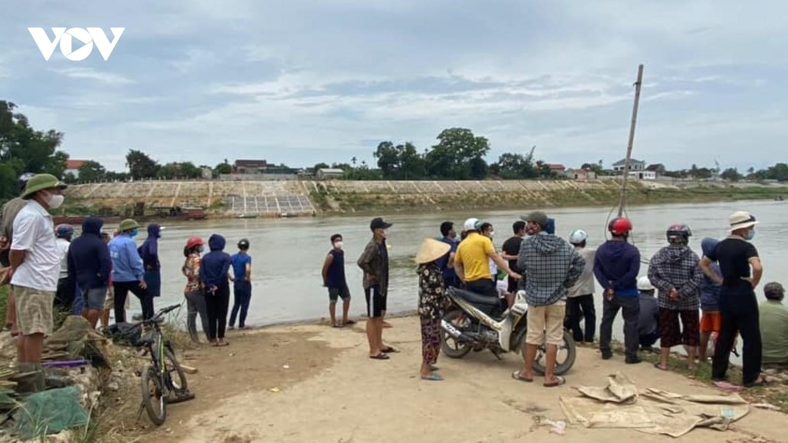 Đi đến giữa cầu người phụ nữ bất ngờ gieo mình xuống sông Lam tự vẫn