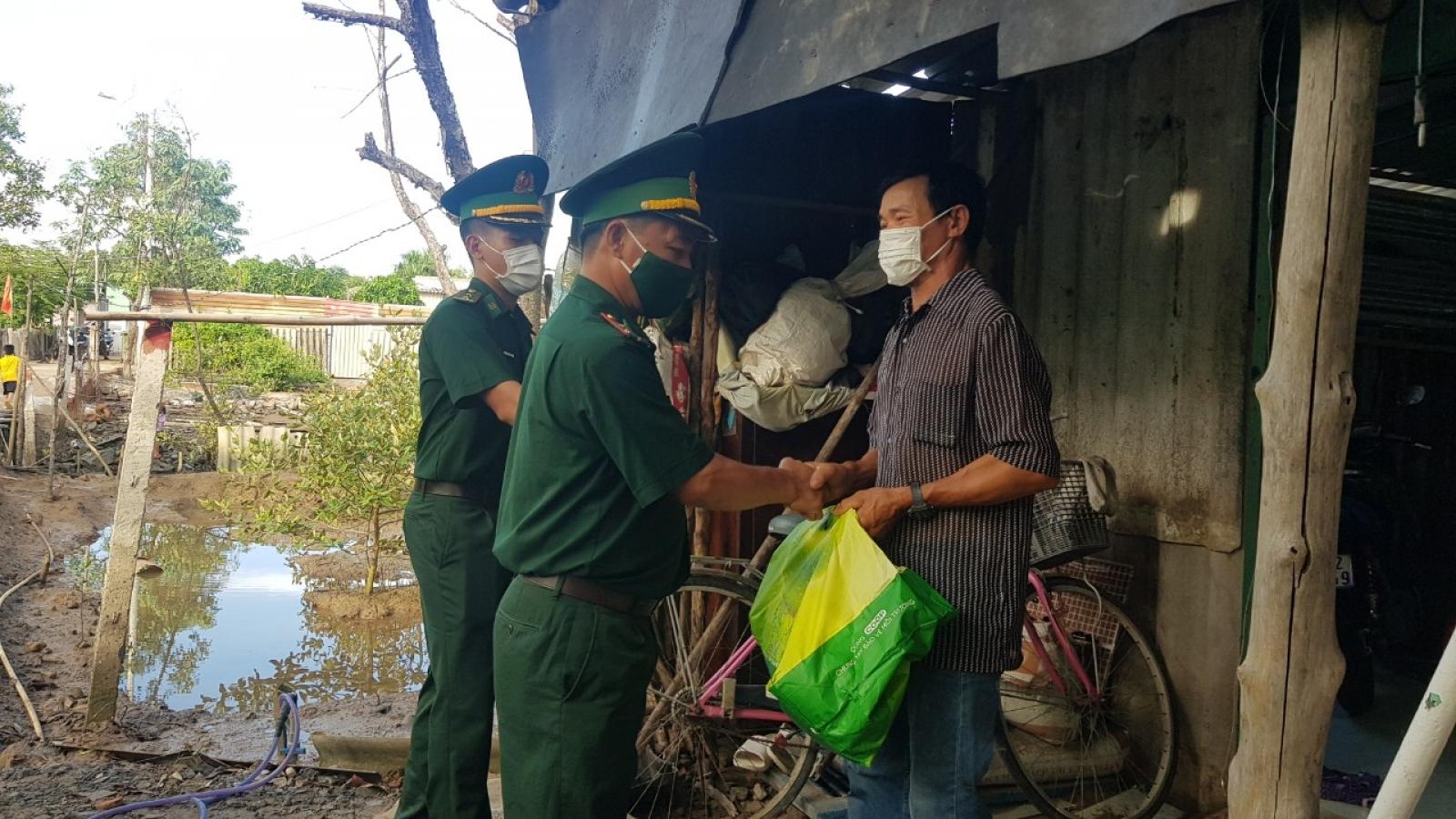 Thiếu tá Nguyễn Viết Thái hết lòng vì dân nghèo