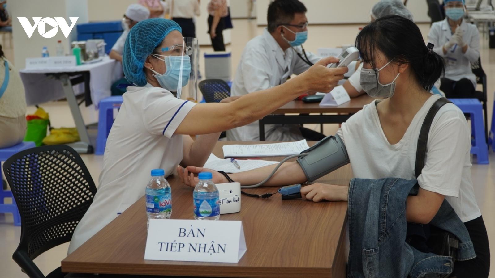 Dốc sức phục vụ chiến dịch tiêm vaccine lớn nhất lịch sử tại TP.HCM