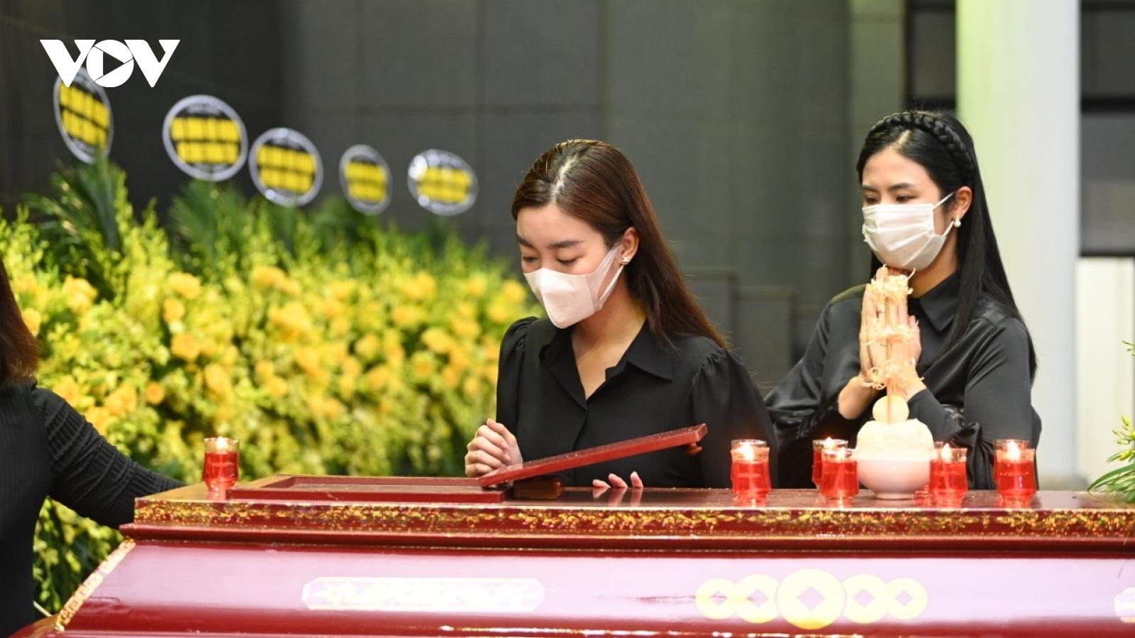 Tang lễ xúc động của Hoa hậu Nguyễn Thu Thuỷ