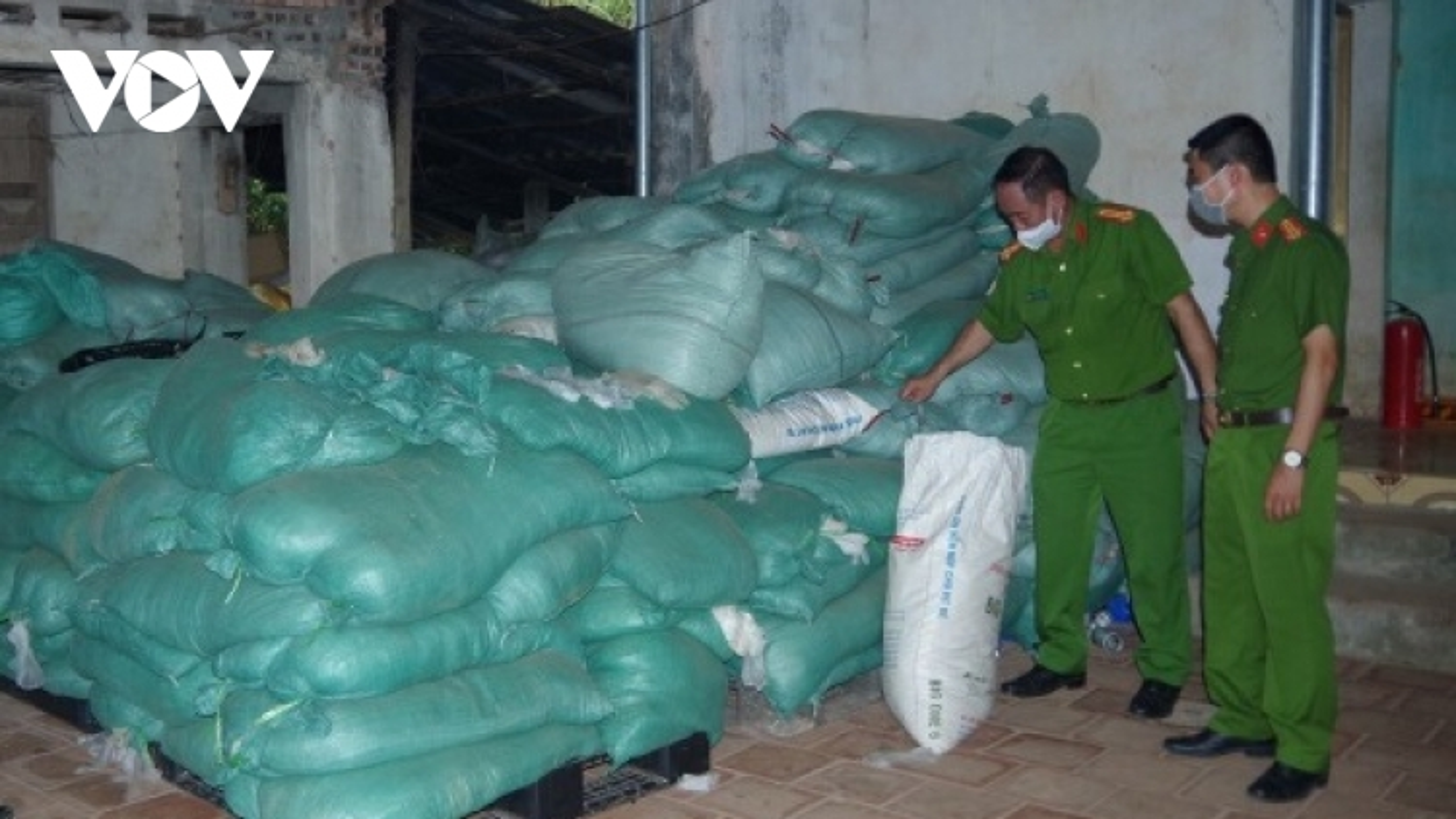 Thái Nguyên thu giữ hơn 13 tấn rác thải là găng tay y tế đã qua sử dụng