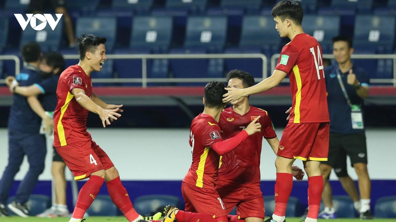 """""""Đè bẹp"""" Indonesia 4-0, ĐT Việt Nam ca khúc khải hoàn đầu tiên trên đất UAE"""