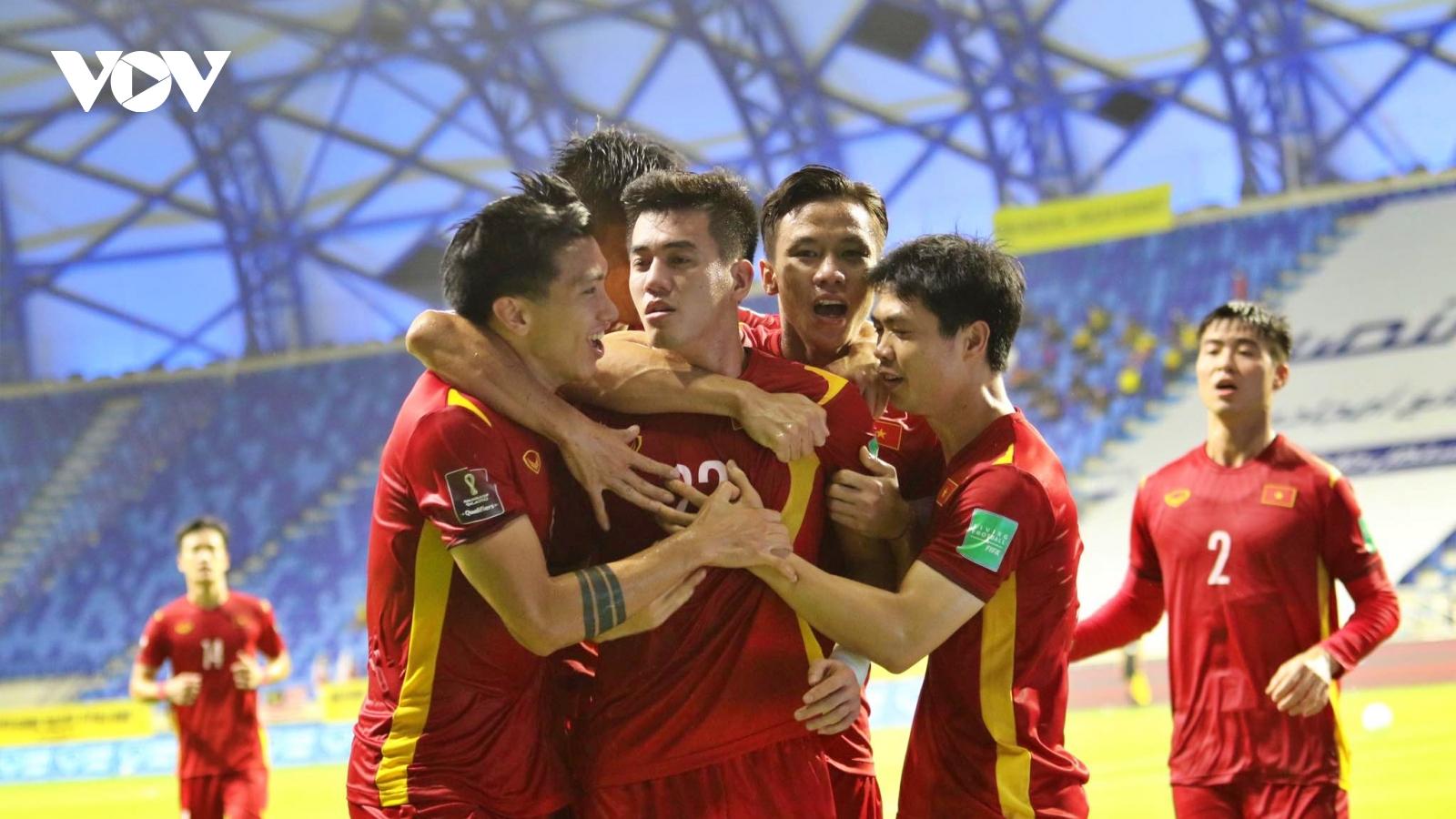 Bùi Tấn Trường cảm ơn HLV Park Hang Seo, dàn sao ĐT Việt Nam ăn mừng trên mạng xã hội