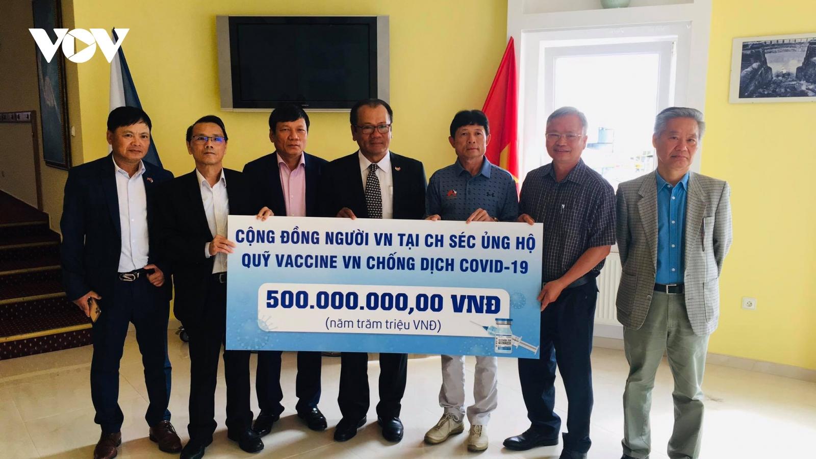 Người Việt tại Séc ủng hộ 500 triệu đồng cho Quỹ Vaccine phòng, chống COVID-19