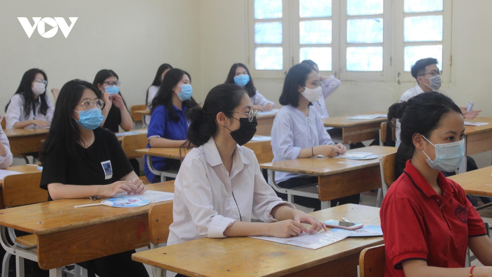 Sáng nay (12/6), hơn 93.000 sĩ tử Hà Nội bước vào kỳ thi tuyển sinh lớp 10