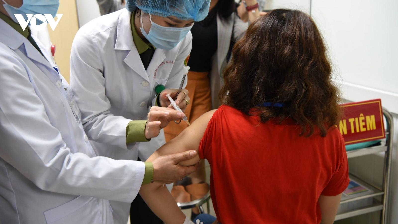 Bộ Y tế đẩy nhanh tốc độ thử nghiệm giai đoạn 3 vaccine Nanocovax