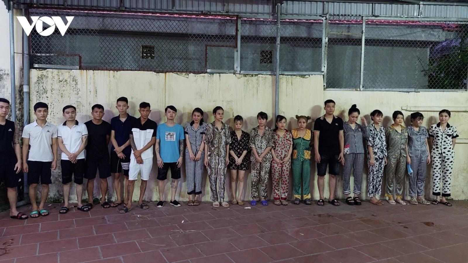 """Tụ tập """"chơi"""" ma túy, 20 thanh niên ở Quảng Ninhbị bắt giữ"""